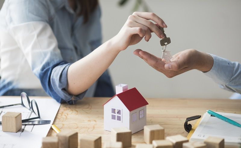 بازار مسكن و بورس